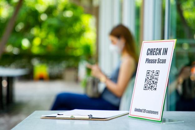 Faça a leitura do código de barras qr para check-in no restaurante interno e limite de 20 clientes para distância social