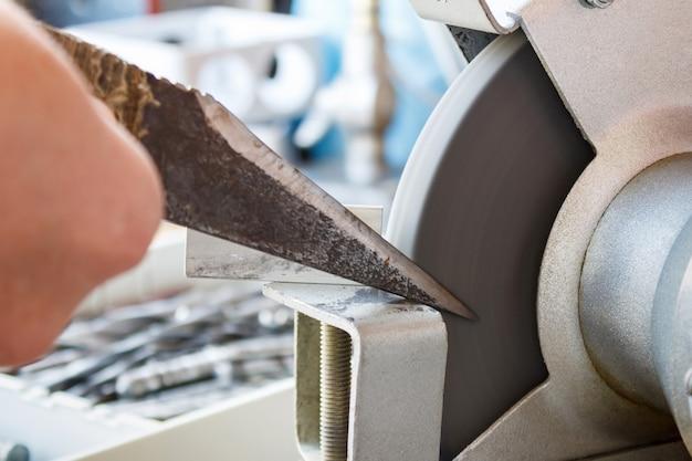 Faca de afiar em máquinas de polir