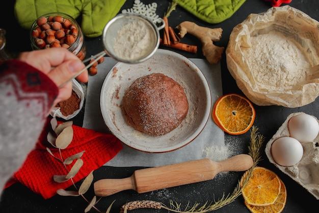 Faça você mesmo biscoitos de gengibre em casa prepare biscoitos de gengibre e chocolate juntos cozinhando biscoitos de gengibre em casa