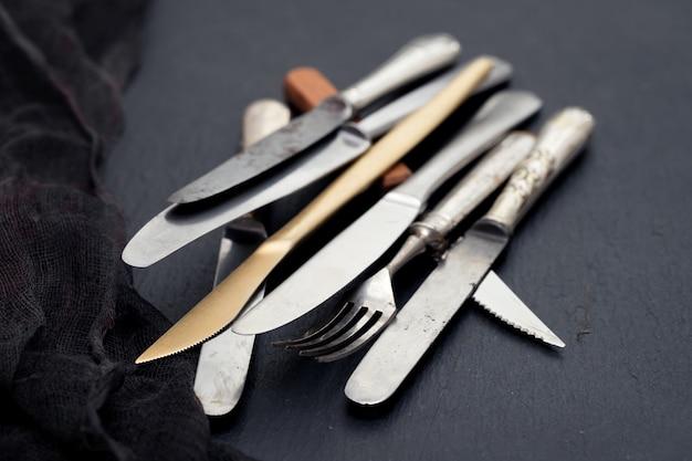 Facas e garfo em cerâmica preta