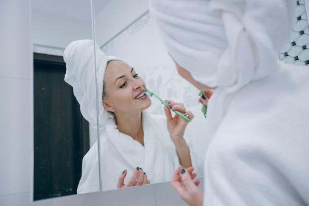 Face house cosméticos uma cabeça