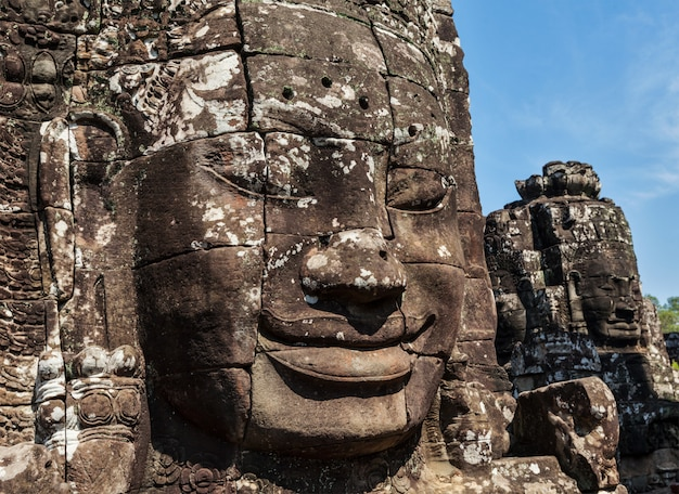 Faces do templo de bayon, angkor, camboja