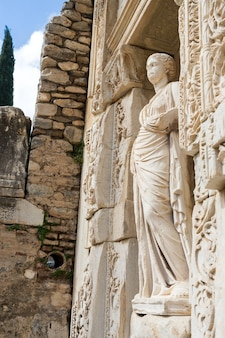 Fachada da antiga biblioteca celsius em éfeso, turquia