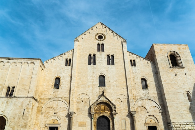 Fachada da basílica menor de san nicolas de bari.