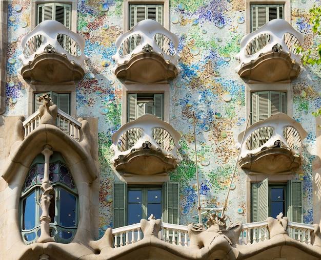 Fachada da casa batlló de perto, barcelona, espanha