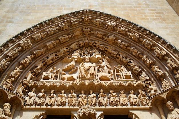 Fachada da catedral de burgos em saint james way