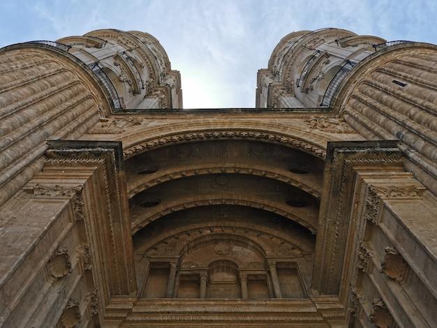 Fachada da igreja católica romana catedral renascentista na cidade de málaga