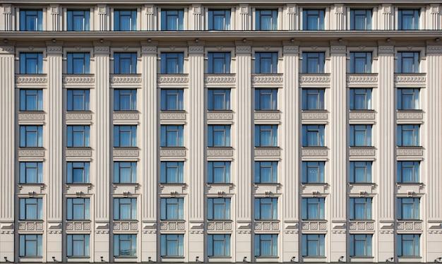 Fachada de edifício de hotel caro