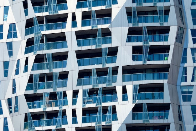 Fachada de edifício residencial moderno com janelas e varandas rotterdam