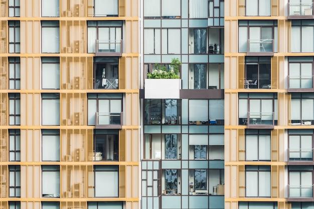 Fachada de edifícios com varandas