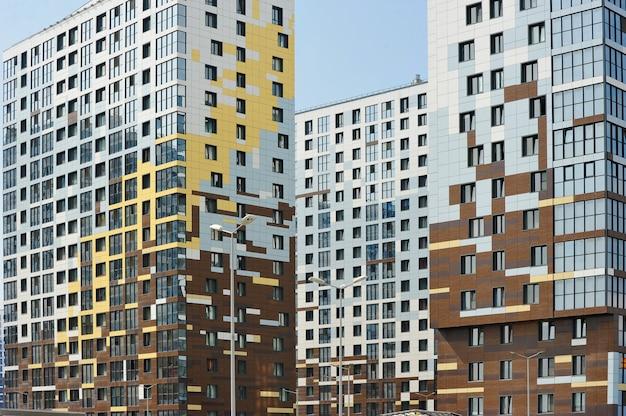 Fachada de um novo edifício residencial