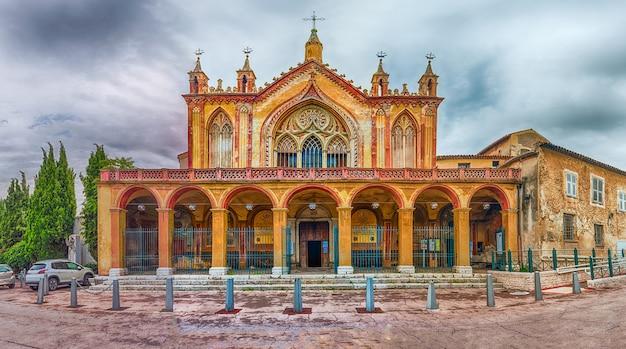 Fachada do mosteiro de cimiez, nice, costa azul, frança