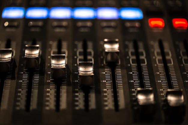 Fader console de mixagem digital com medidor de volume