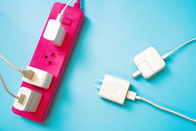 Faixa de força de extensão rosa com um soquete à esquerda