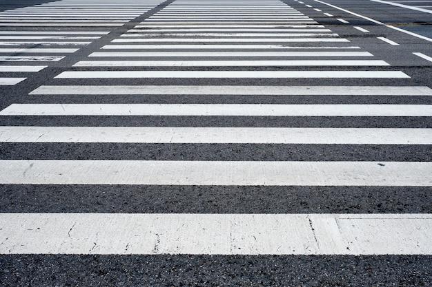 Faixa de pedestres na faixa de pedestres na rua