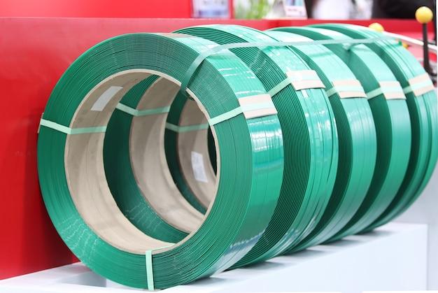 Faixa pp verde para embalagem e fixação de caixa de papelão; experiência industrial de negócios