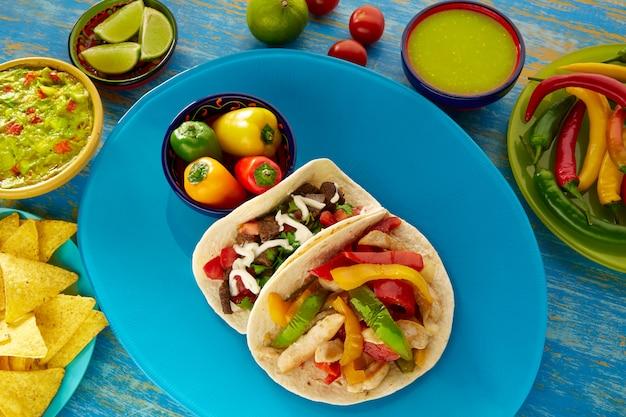 Fajita de frango tacos mexicanos e taco res de carne
