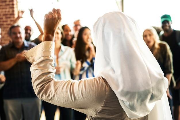 Falante muçulmano em um workshop