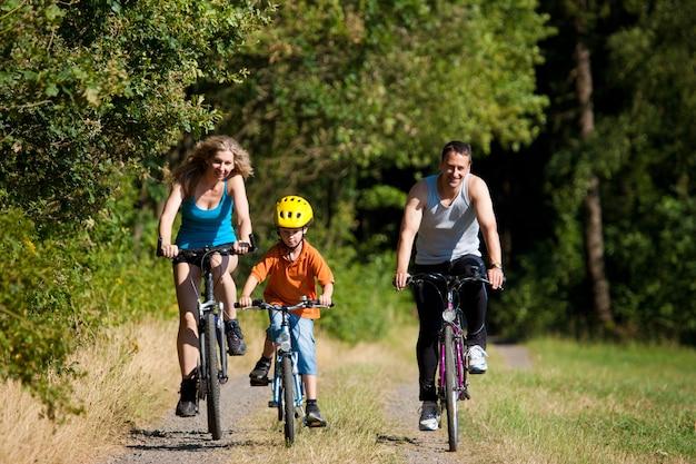 Família, andar de bicicleta para o esporte