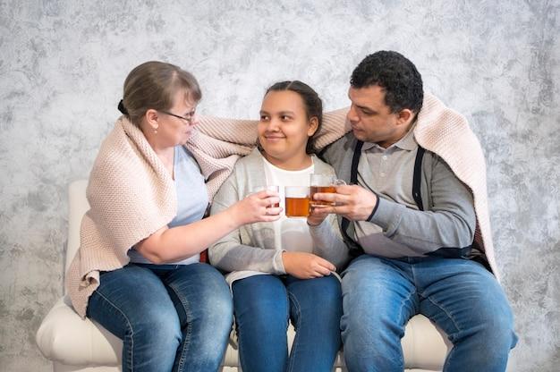 Família, aproveitando o tempo juntos em casa
