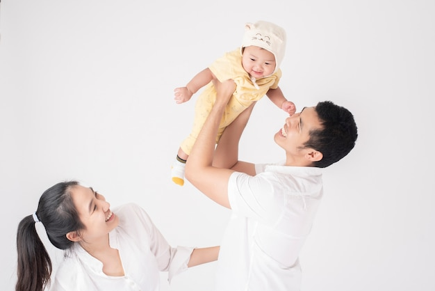 Família asiática feliz são desfrutar com o filho