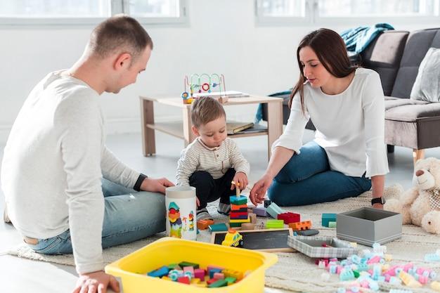 Família brincando juntos