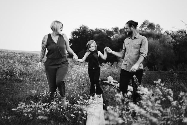 Família caucasiana, tendo um ótimo tempo juntos