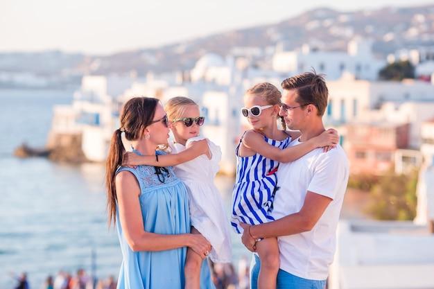 Família de férias na europa.