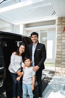 Família de negócios casal com seu filho
