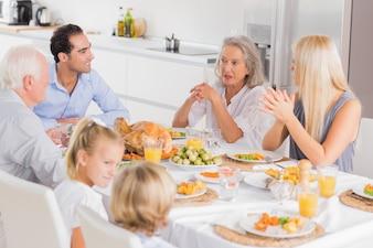 Família, desfrutando, a, ação graças, jantar