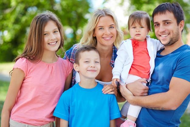 Família desfrutando as férias de verão