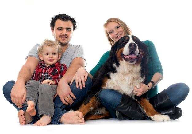 Família e cachorro