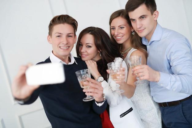 Família fazendo selfie