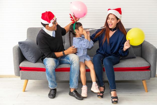 Família feliz de férias e natal