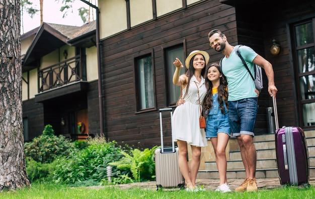 Família feliz em férias