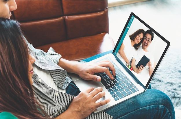 Família feliz em videochamada enquanto fica seguro em casa durante a pandemia de coronavírus