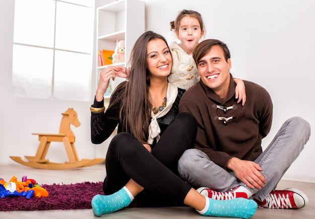 Família feliz na sala