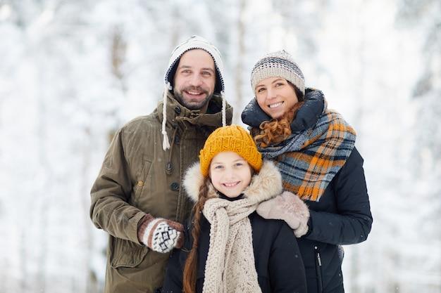 Família feliz no inverno
