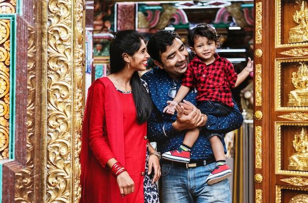 Família indiana passar tempo juntos