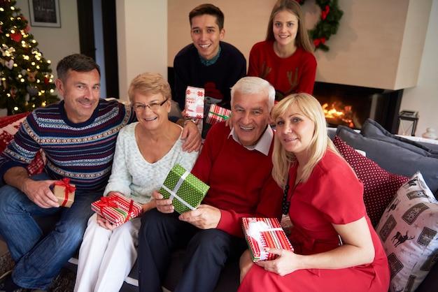 Família inteira em uma foto