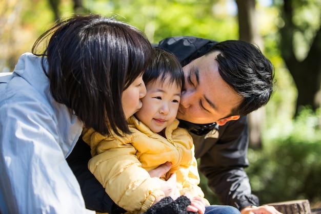 Família japonesa em um parque