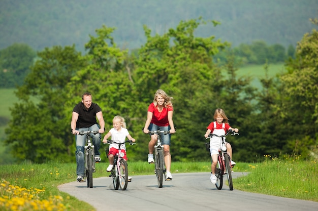 Família, montando, bicycles