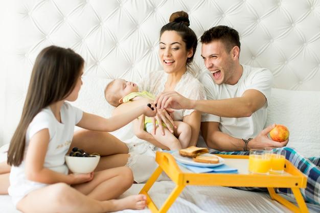 Família na cama
