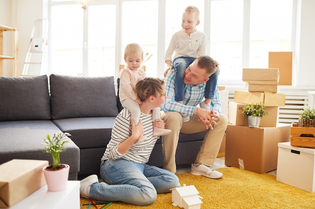 Família se preparando para se mudar