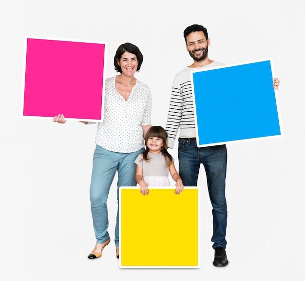 Família, segurando, coloridos, quadrado, placas