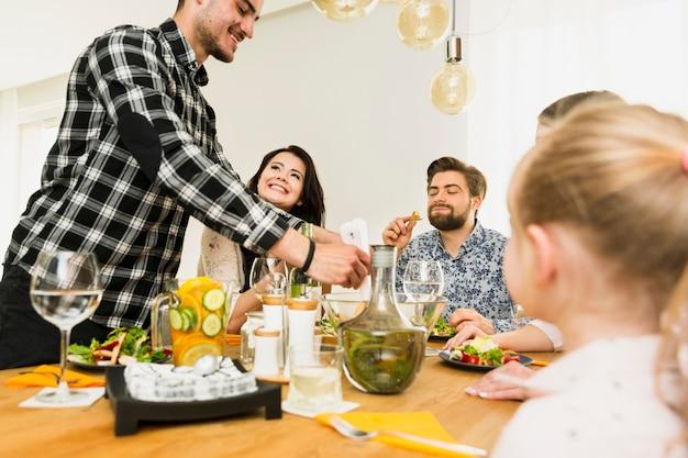 Família, sentando, tabela