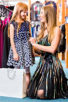Família shopping moda na loja