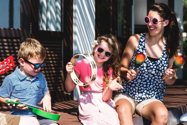 Família, tocando, instrumentos musicais