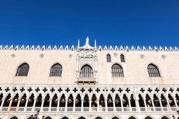 Famosa catedral patriarcal basílica de são marcos na praça de são marcos
