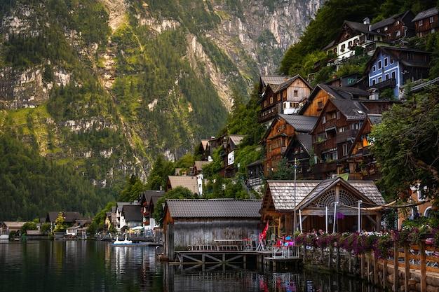 Famosa cidade à beira do lago de hallstatt